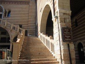 Scala della ragione, ancient tribune courtyard