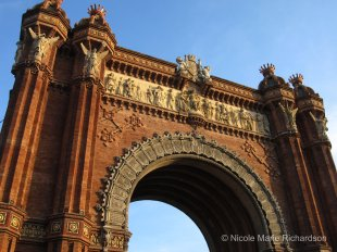 Glories to Arc de Triomf