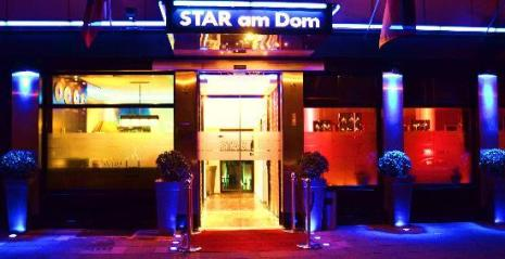 Hotel Star Am Dom Superior entrance